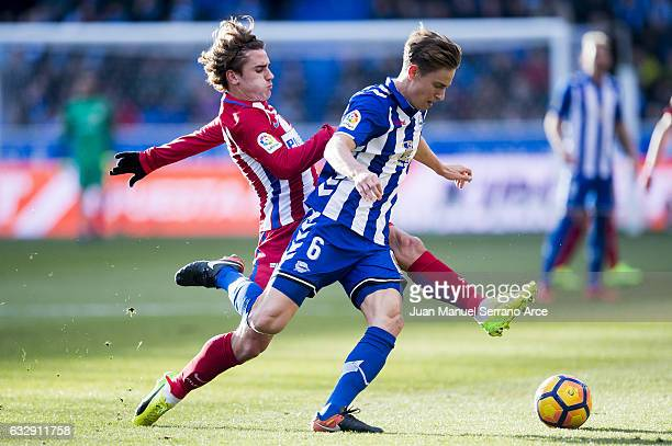 Antoine Griezmann of Atletico Madrid duels for the ball with Marcos Llorente of Deportivo Alaves during the La Liga match between Deportivo Alaves...