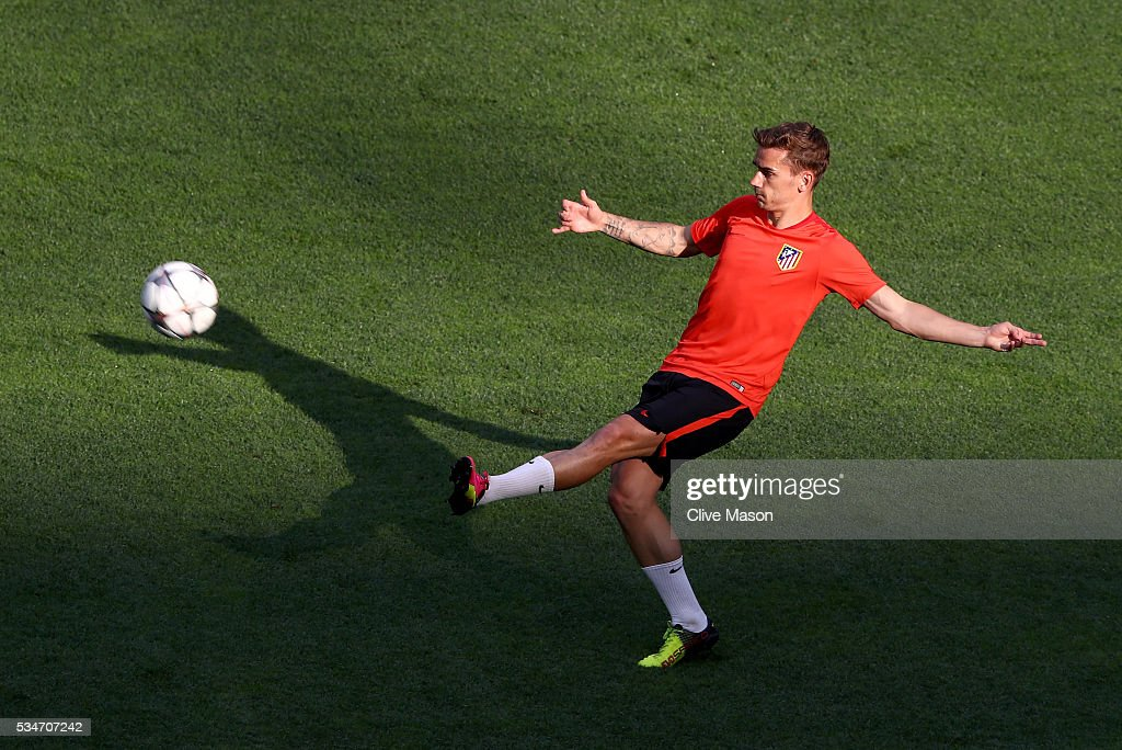 <a gi-track='captionPersonalityLinkClicked' href=/galleries/search?phrase=Antoine+Griezmann&family=editorial&specificpeople=7197539 ng-click='$event.stopPropagation()'>Antoine Griezmann</a> of Atletico Madrid in action during an Atletico de Madrid training session on the eve of the UEFA Champions League Final against Real Madrid at Stadio Giuseppe Meazza on May 27, 2016 in Milan, Italy.