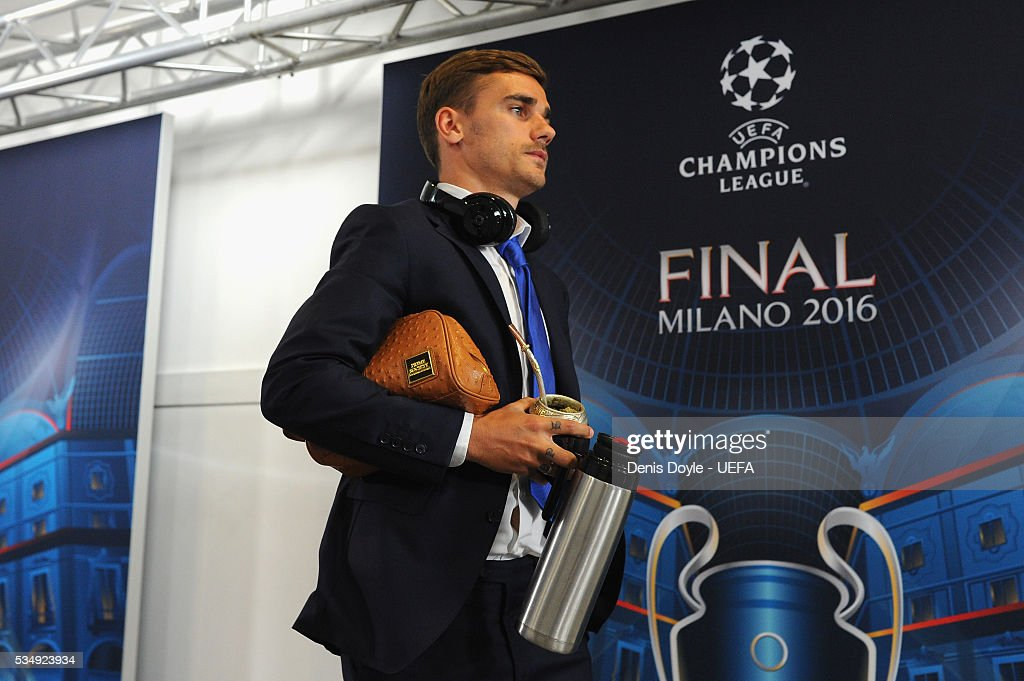 <a gi-track='captionPersonalityLinkClicked' href=/galleries/search?phrase=Antoine+Griezmann&family=editorial&specificpeople=7197539 ng-click='$event.stopPropagation()'>Antoine Griezmann</a> of Atletico Madrid is seen on arrival at the stadium prior to the UEFA Champions League Final between Real Madrid and Club Atletico de Madrid at Stadio Giuseppe Meazza on May 28, 2016 in Milan, Italy.