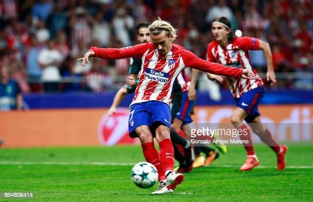 Antoine Griezmann of Atletico Madrid scores his sides first goal from the penalty spot during the UEFA Champions League group C match between...