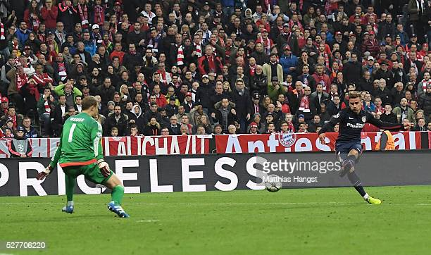 Antoine Griezmann of Atletico Madrid shoots past goalkeeper Manuel Neuer of Bayern Munich to score their first goal during UEFA Champions League semi...