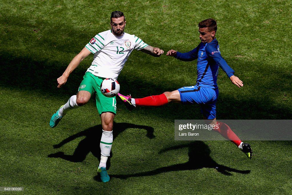 <a gi-track='captionPersonalityLinkClicked' href=/galleries/search?phrase=Antoine+Griezmann&family=editorial&specificpeople=7197539 ng-click='$event.stopPropagation()'>Antoine Griezmann</a> of France and <a gi-track='captionPersonalityLinkClicked' href=/galleries/search?phrase=Shane+Duffy+-+Soccer+Player&family=editorial&specificpeople=16068436 ng-click='$event.stopPropagation()'>Shane Duffy</a> of Republic of Ireland compete for the ball during the UEFA EURO 2016 round of 16 match between France and Republic of Ireland at Stade des Lumieres on June 26, 2016 in Lyon, France.