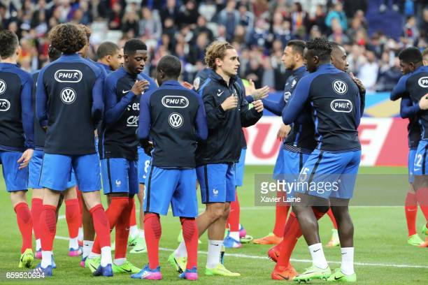 Antoine Griezmann of France and teammattes before the Friendly game between France and Spain at Stade de France on march 28 2017 in Paris France