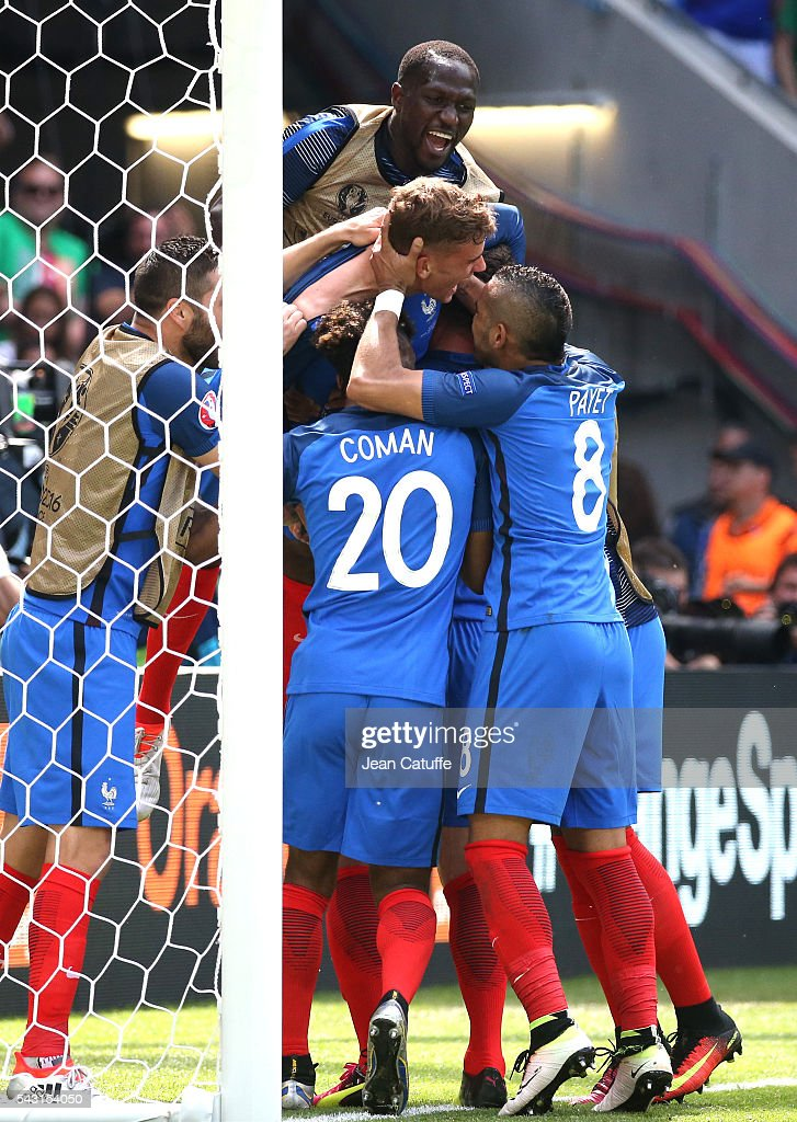 <a gi-track='captionPersonalityLinkClicked' href=/galleries/search?phrase=Antoine+Griezmann&family=editorial&specificpeople=7197539 ng-click='$event.stopPropagation()'>Antoine Griezmann</a> of France celebrates his second goal with teammates during the UEFA EURO 2016 round of 16 match between France and Republic of Ireland at Stade des Lumieres, Parc OL on June 26, 2016 in Lyon, France.