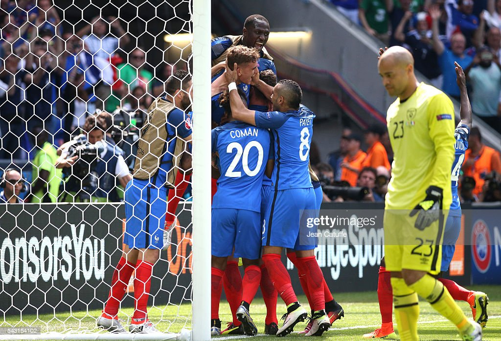 <a gi-track='captionPersonalityLinkClicked' href=/galleries/search?phrase=Antoine+Griezmann&family=editorial&specificpeople=7197539 ng-click='$event.stopPropagation()'>Antoine Griezmann</a> of France celebrates his second goal with teammates while goalkeeper of Republic of Ireland <a gi-track='captionPersonalityLinkClicked' href=/galleries/search?phrase=Darren+Randolph&family=editorial&specificpeople=3947785 ng-click='$event.stopPropagation()'>Darren Randolph</a> looks down during the UEFA EURO 2016 round of 16 match between France and Republic of Ireland at Stade des Lumieres, Parc OL on June 26, 2016 in Lyon, France.