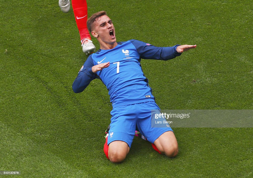 Antoine Griezmann of France celebrates scoring his team's first goal during the UEFA EURO 2016 round of 16 match between France and Republic of Ireland at Stade des Lumieres on June 26, 2016 in Lyon, France.