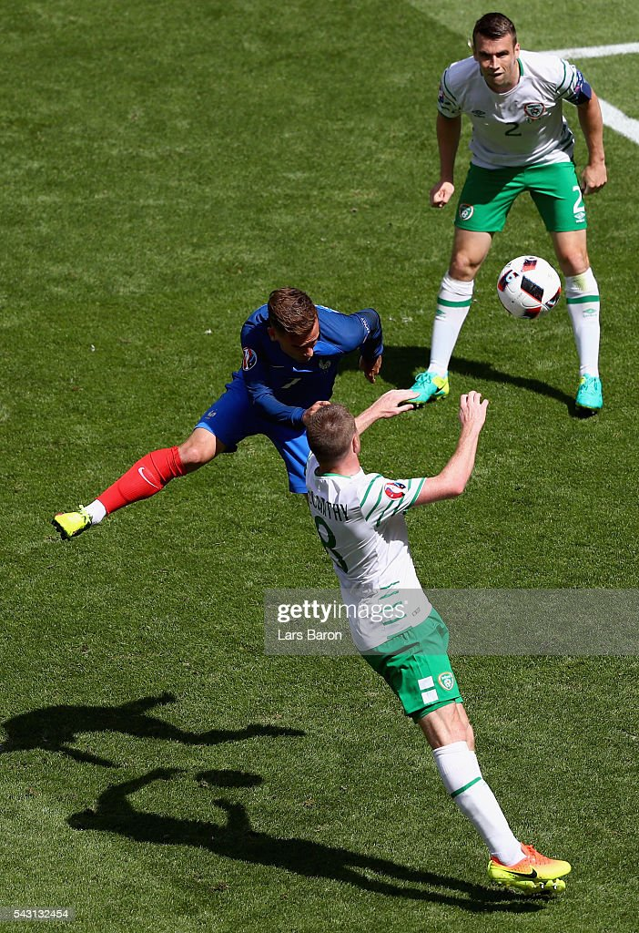 Antoine Griezmann of France heads the ball to score his team's first goal during the UEFA EURO 2016 round of 16 match between France and Republic of Ireland at Stade des Lumieres on June 26, 2016 in Lyon, France.