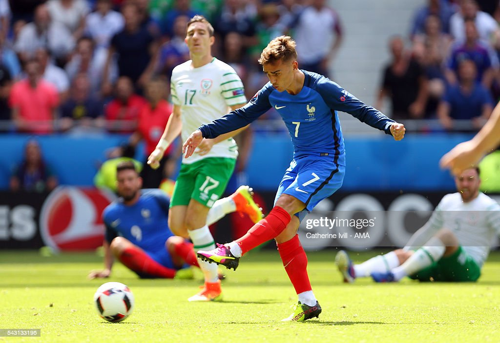 Antoine Griezmann of France scores a goal to make it 2-1 during the UEFA EURO 2016 Round of 16 match between France and Republic of Ireland at Stade des Lumieres on June 26, 2016 in Lyon, France.