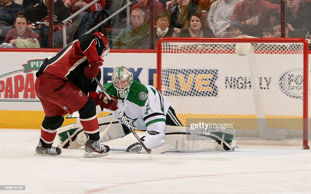 <a gi-track='captionPersonalityLinkClicked' href=/galleries/search?phrase=Antoine+Vermette&family=editorial&specificpeople=206302 ng-click='$event.stopPropagation()'>Antoine Vermette</a> #50 of the Phoenix Coyotes skates the puck on net for a goal as <a gi-track='captionPersonalityLinkClicked' href=/galleries/search?phrase=Kari+Lehtonen&family=editorial&specificpeople=211612 ng-click='$event.stopPropagation()'>Kari Lehtonen</a> #32 of the Dallas Stars attempts to make the save during the second period at Jobing.com Arena on February 4, 2014 in Glendale, Arizona.