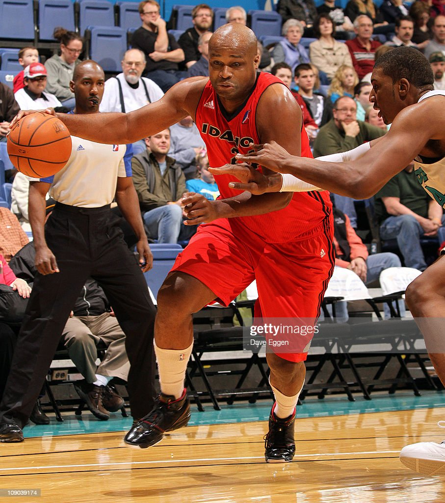 <a gi-track='captionPersonalityLinkClicked' href=/galleries/search?phrase=Antoine+Walker&family=editorial&specificpeople=201601 ng-click='$event.stopPropagation()'>Antoine Walker</a> #24 of the Idaho Stampede drives to the basket against <a gi-track='captionPersonalityLinkClicked' href=/galleries/search?phrase=Dexter+Pittman&family=editorial&specificpeople=4846703 ng-click='$event.stopPropagation()'>Dexter Pittman</a> #44 of the Sioux Falls Skyforce in the first half of their game February 12, 2011 at the Sioux Falls Arena in Sioux Falls, South Dakota.