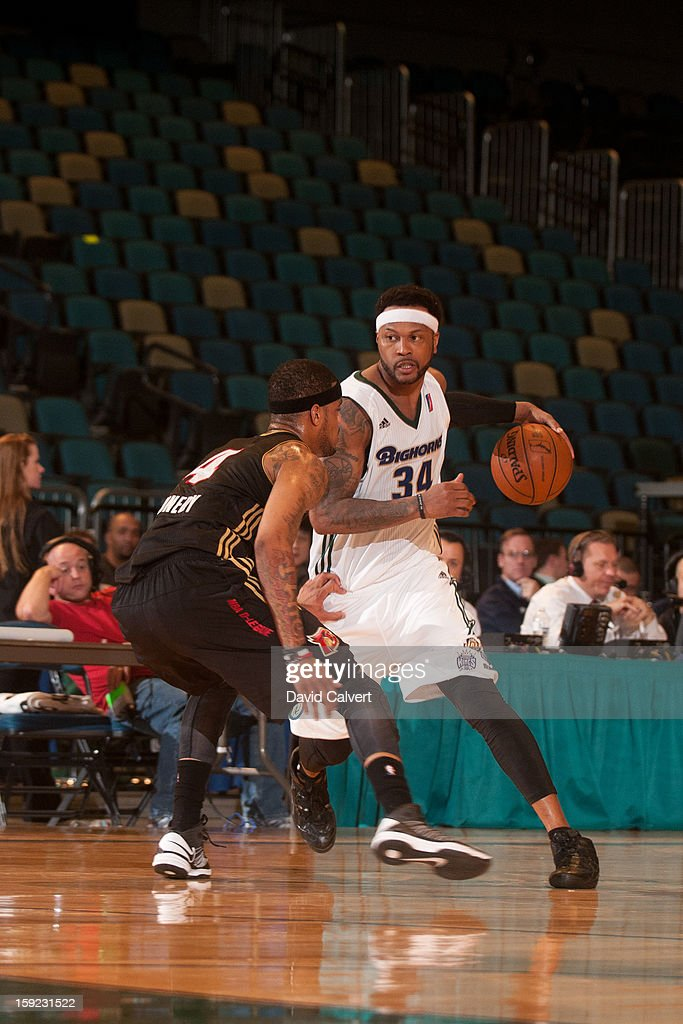 Antoine Wright #34 of the Reno Bighorns dribbles around the perimeter guarded by Keith Benson #34 of the Erie BayHawks during the 2013 NBA D-League Showcase on January 9, 2013 at the Reno Events Center in Reno, Nevada.
