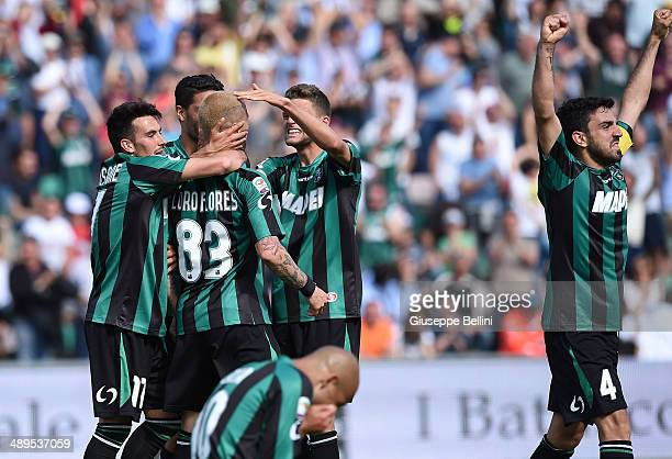 Antoio Floro Flores of Sassuolo celebrates after scoring a goal to make it 42 during the Serie A match between US Sassuolo Calcio and Genoa CFC at...