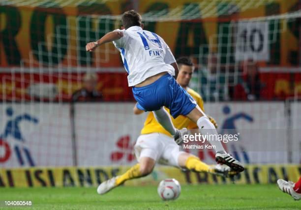 Anton Fink of Karlsruhe scores the fifth goal during the Second Bundesliga match between FC Energie Cottbus and Karlsruher SC at Stadion der...