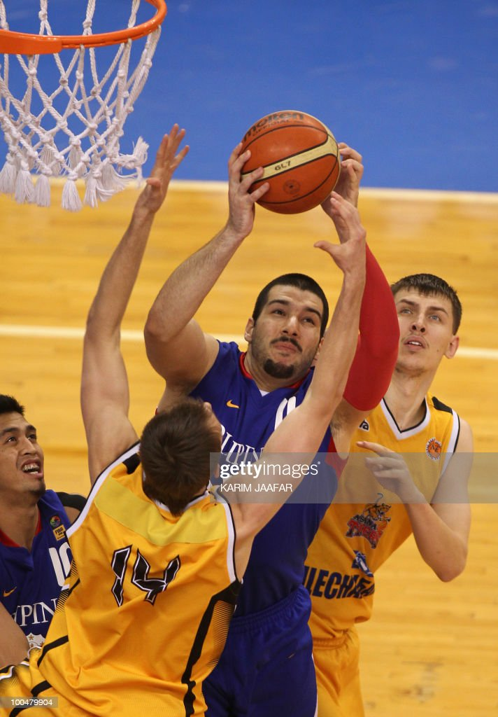 Anton Ponomarev (R) and Dmitriy Gavrilov (L) of Kazakhstan's Astana Tigers fight for the ball with Milan Vucicevic (C) of Philippines' Smart Gilas club tries to stop him during their 21st FIBA Asia Champions Cup basketball match at the Al-Gharafa indoors stadium in Doha on May 24, 2010.