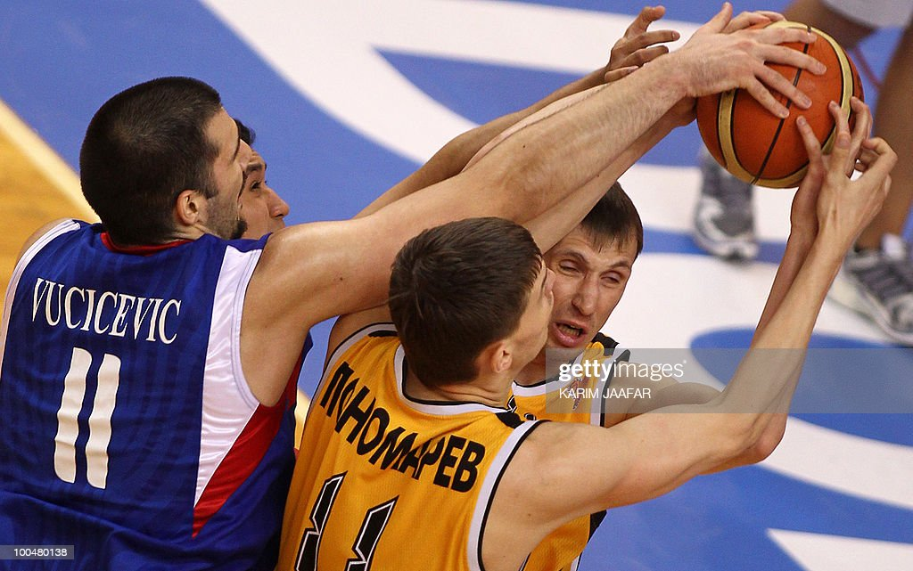 Anton Ponomarev (C) and Dmitriy Gavrilov (R) of Kazakhstan's Astana Tigers fight for the ball with Milan Vucicevic (L) of Philippines' Smart Gilas club tries to stop him during their 21st FIBA Asia Champions Cup basketball match at the Al-Gharafa indoors stadium in Doha on May 24, 2010.