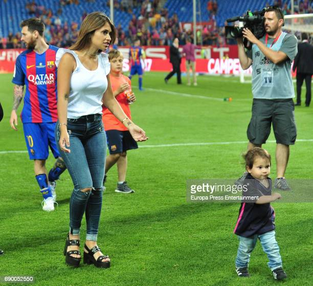 Antonella Rocuzzo and her son Mateo Messi attend the Copa del Rey Final match between FC Barcelona and Alaves FC at Vicente Calderon Stadium on May...