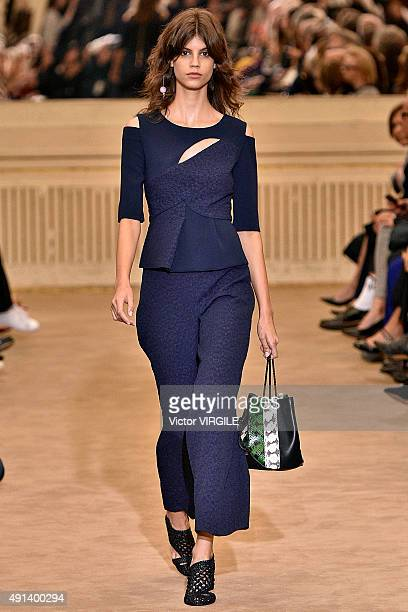 Antonina Petkovic walks the runway during the Roland Mouret Ready to Wear show as part of the Paris Fashion Week Womenswear Spring/Summer 2016 on...