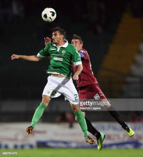 Antonino Barilla' of Reggina competes for the ball in air with Davide Zappacosta of Avellino during the Serie B match between US Avellino and Reggina...