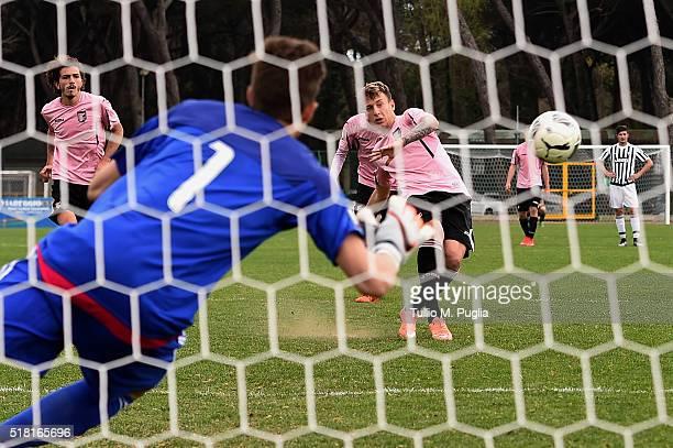 Antonino La Gumina of Palermo scores the second equalizing goal during the Viareggio Juvenile Tournament match between FC Juventus and US Citta di...