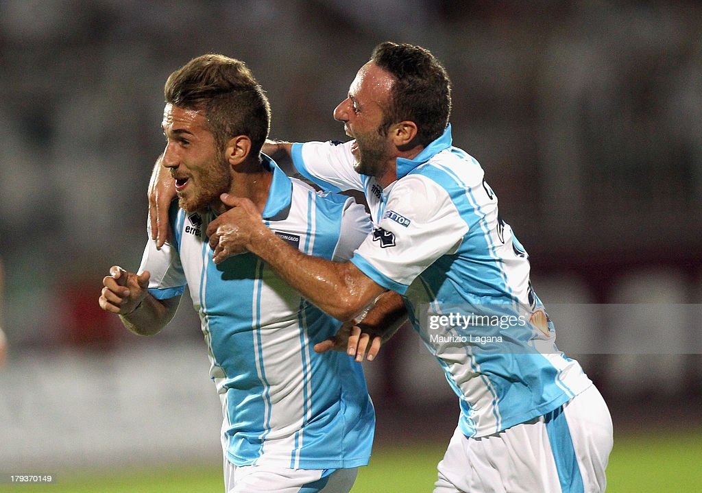 Antonino Ragusa (L) of Pescara celebrates after scoring the opening goal with his teammate Aniello Cutolo during the Serie B match between Trapani Calcio and Pescara Calcio at Stadio Provinciale on September 2, 2013 in Trapani, Italy.