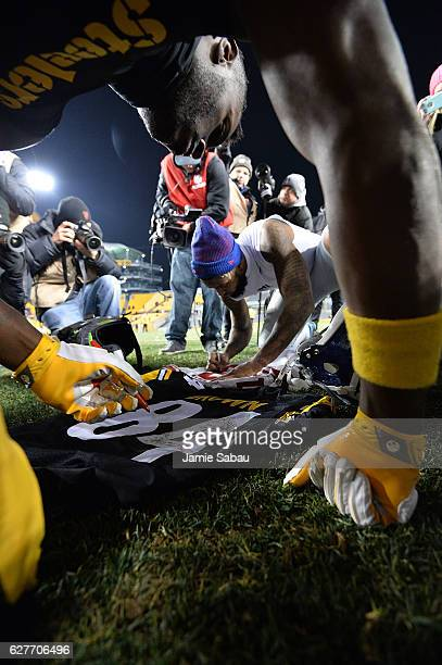 Antonio Brown of the Pittsburgh Steelers and Odell Beckham of the New York Giants autograph jerseys for each other at the conclusion of the...