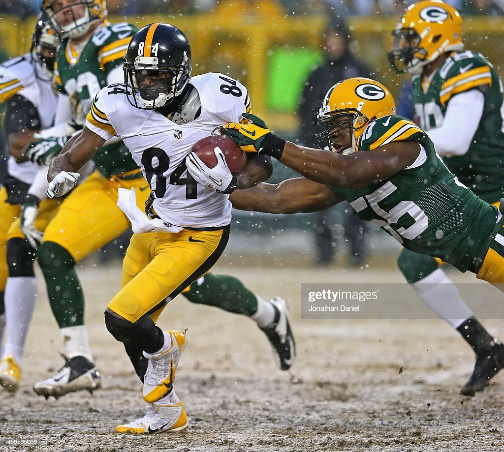 Antonio Brown #84 of the Pittsburgh Steelers breaks away from <a gi-track='captionPersonalityLinkClicked' href=/galleries/search?phrase=Andy+Mulumba&family=editorial&specificpeople=9724723 ng-click='$event.stopPropagation()'>Andy Mulumba</a> #55 of the Green Bay Packers at Lambeau Field on December 22, 2013 in Green Bay, Wisconsin. The Steelers defeated the Packers 38-31.