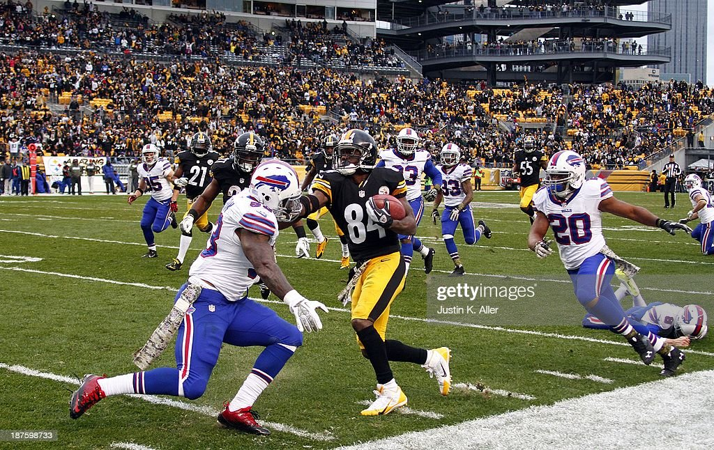 Antonio Brown #84 of the Pittsburgh Steelers carries the ball against the Buffalo Bills during the game on November 10, 2013 at Heinz Field in Pittsburgh, Pennsylvania.