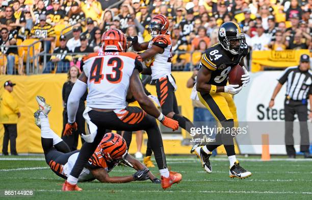 Antonio Brown of the Pittsburgh Steelers catches a pass from Ben Roethlisberger that went for a sevenyard touchdown reception in the first quarter...