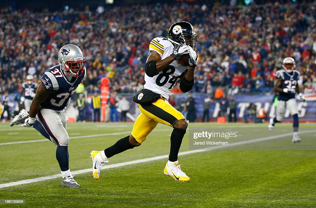 Antonio Brown #84 of the Pittsburgh Steelers catches a touchdown pass in the second quarter in front of Alfonzo Dennard #37 of the New England Patriots at Gillette Stadium on November 3, 2013 in Foxboro, Massachusetts.