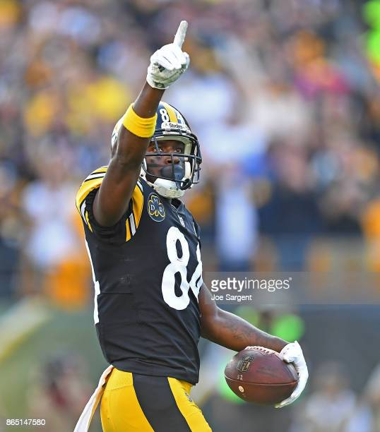 Antonio Brown of the Pittsburgh Steelers celebrates a sevenyard touchdown reception in the first quarter during the game against the Cincinnati...