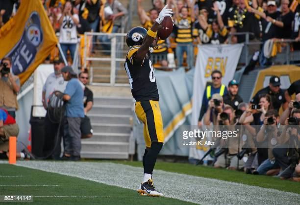 Antonio Brown of the Pittsburgh Steelers celebrates after a 7 yard touchdown reception in the first quarter during the game against the Cincinnati...