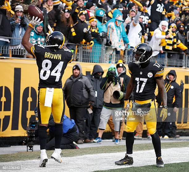 Antonio Brown of the Pittsburgh Steelers celebrates his touchdown with Eli Rogers in the first quarter during the Wild Card Playoff game against the...