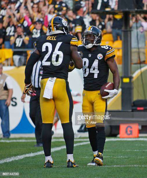 Antonio Brown of the Pittsburgh Steelers celebrates with Le'Veon Bell after a 7 yard touchdown reception in the first quarter during the game against...