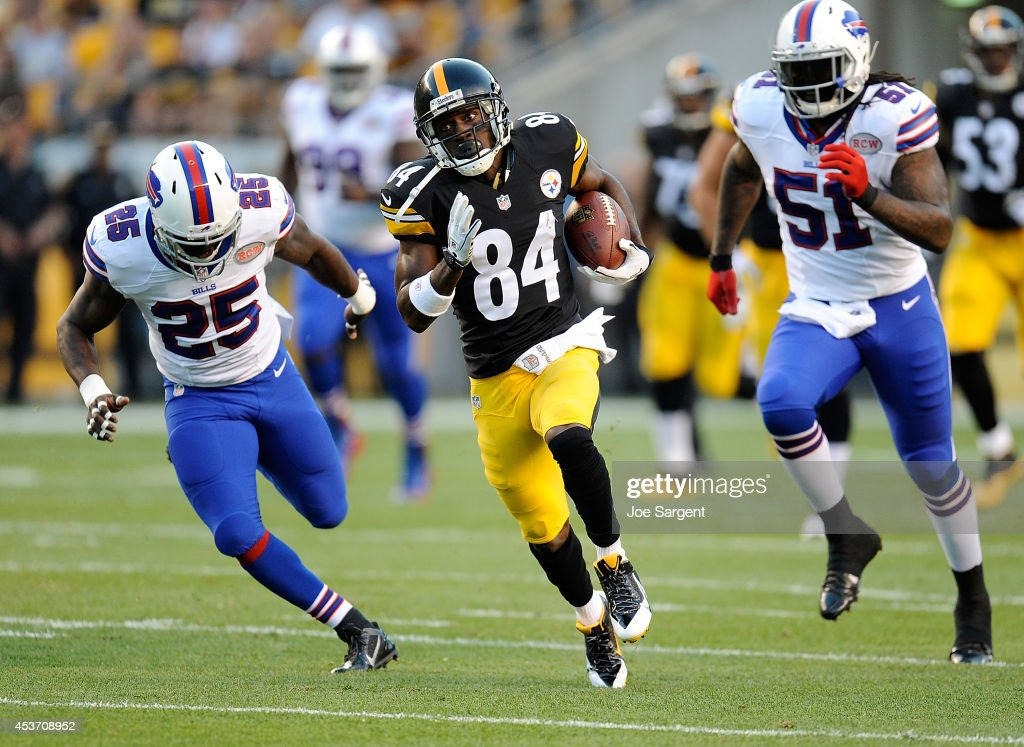Antonio Brown #84 of the Pittsburgh Steelers runs for a touchdown in front of <a gi-track='captionPersonalityLinkClicked' href=/galleries/search?phrase=Da%27Norris+Searcy&family=editorial&specificpeople=4517018 ng-click='$event.stopPropagation()'>Da'Norris Searcy</a> #25 and <a gi-track='captionPersonalityLinkClicked' href=/galleries/search?phrase=Brandon+Spikes&family=editorial&specificpeople=2972710 ng-click='$event.stopPropagation()'>Brandon Spikes</a> #51 of the Buffalo Bills during the first quarter at Heinz Field on August 16, 2014 in Pittsburgh, Pennsylvania.