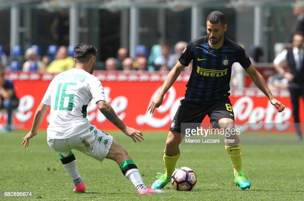 Antonio Candreva of FC Internazionale competes for the ball with Matteo Politano of US Sassuolo during the Serie A match between FC Internazionale...