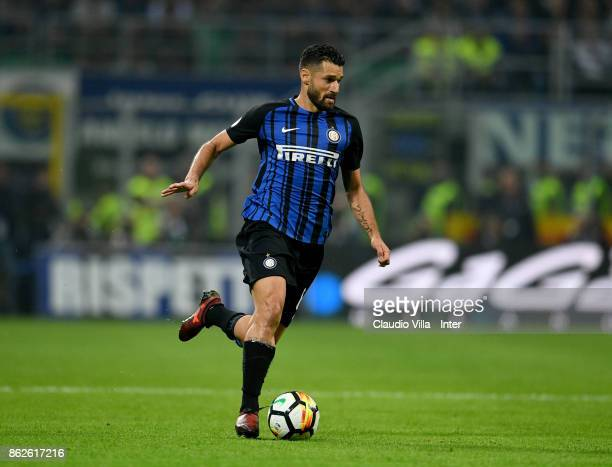 Antonio Candreva of FC Internazionale in action during the Serie A match between FC Internazionale and AC Milan at Stadio Giuseppe Meazza on October...