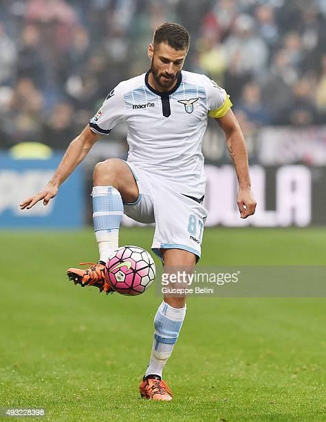 Antonio Candreva of Lazio in action during the Serie A match between US Sassuolo Calcio and SS Lazio at Mapei Stadium Citta del Tricolore on October...