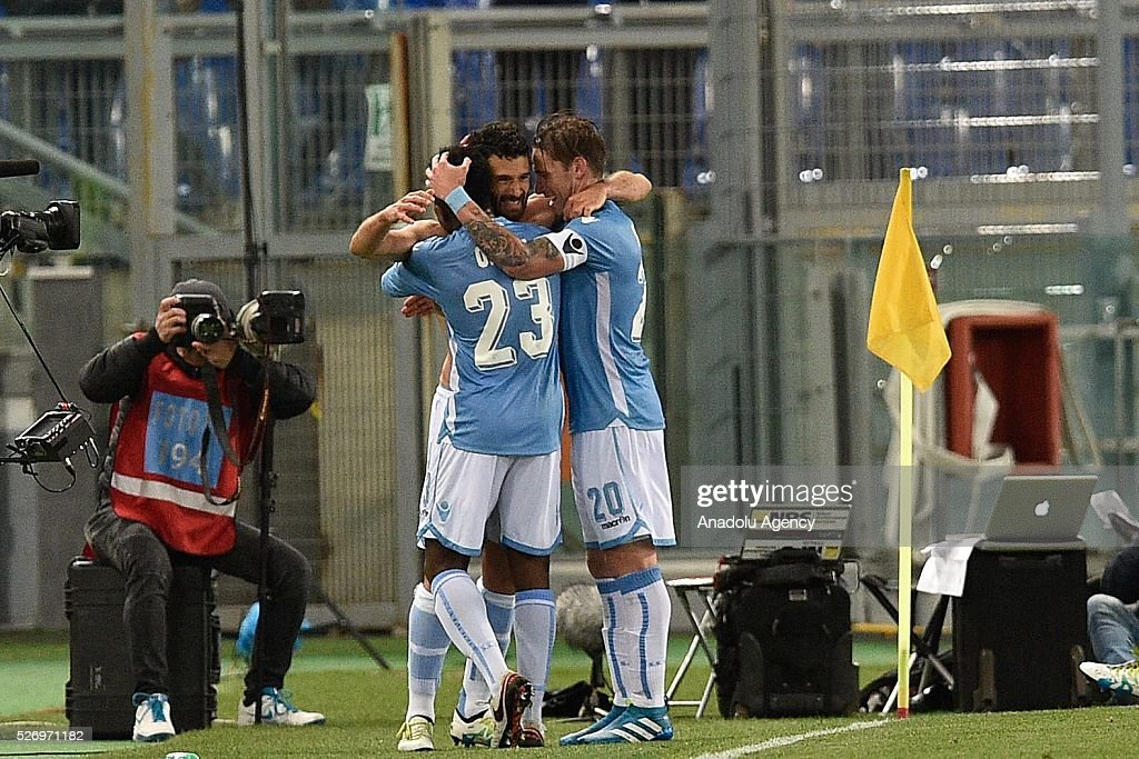 Antonio Candreva of SS Lazio celebrates after scoring a goal during the Serie A match between SS Lazio and FC Internazionale Milano at Stadio Olimpico on May 1, 2016 in Rome, Italy.