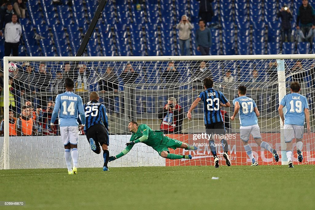 Antonio Candreva of SS Lazio scores from a penaly during the Serie A match between SS Lazio and FC Internazionale Milano at Stadio Olimpico on May 1, 2016 in Rome, Italy.