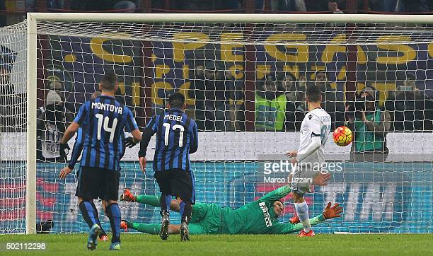 Antonio Candreva of SS Lazio scores his second goal during the Serie A match between FC Internazionale Milano and SS Lazio at Stadio Giuseppe Meazza...