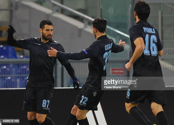 Antonio Candreva with his teammates of SS Lazio celebrates after scoring the opening goal during the UEFA Europa League group G match between SS...