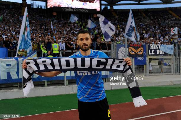 Antonio Candreva with the fan Lazio before the Serie A match between SS Lazio and FC Internazionale at Stadio Olimpico on May 21 2017 in Rome Italy