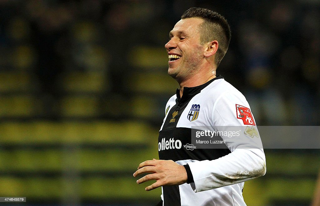 <a gi-track='captionPersonalityLinkClicked' href=/galleries/search?phrase=Antonio+Cassano&family=editorial&specificpeople=214558 ng-click='$event.stopPropagation()'>Antonio Cassano</a> of Parma FC celebrates after scoring the opening goal during the Serie A match between Parma FC and ACF Fiorentina at Stadio Ennio Tardini on February 24, 2014 in Parma, Italy.