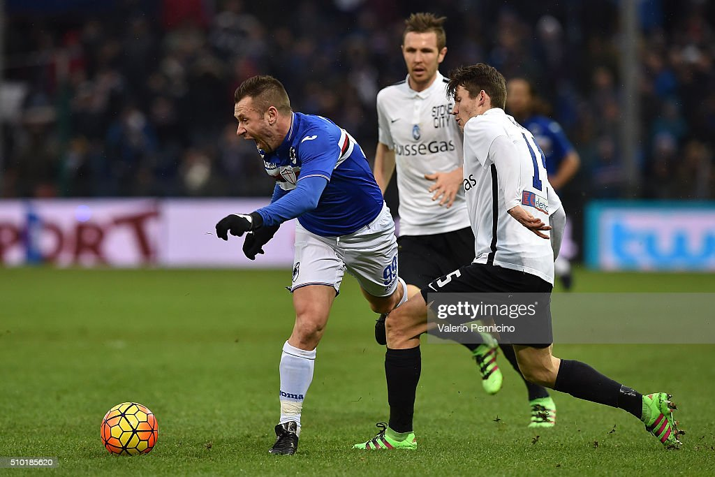 <a gi-track='captionPersonalityLinkClicked' href=/galleries/search?phrase=Antonio+Cassano&family=editorial&specificpeople=214558 ng-click='$event.stopPropagation()'>Antonio Cassano</a> (L) of UC Sampdoria is tackled by Marten De Roon of Atalanta BC during the Serie A match between UC Sampdoria and Atalanta BC at Stadio Luigi Ferraris on February 14, 2016 in Genoa, Italy.