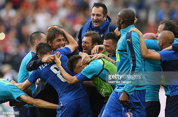 Antonio Conte head coach of Italy celebrates his team's 20 win with his team players and staffs after the UEFA EURO 2016 round of 16 match between...