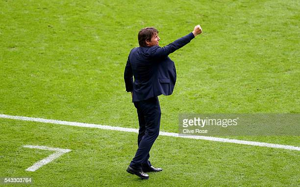 Antonio Conte head coach of Italy gestures during the UEFA EURO 2016 round of 16 match between Italy and Spain at Stade de France on June 27 2016 in...