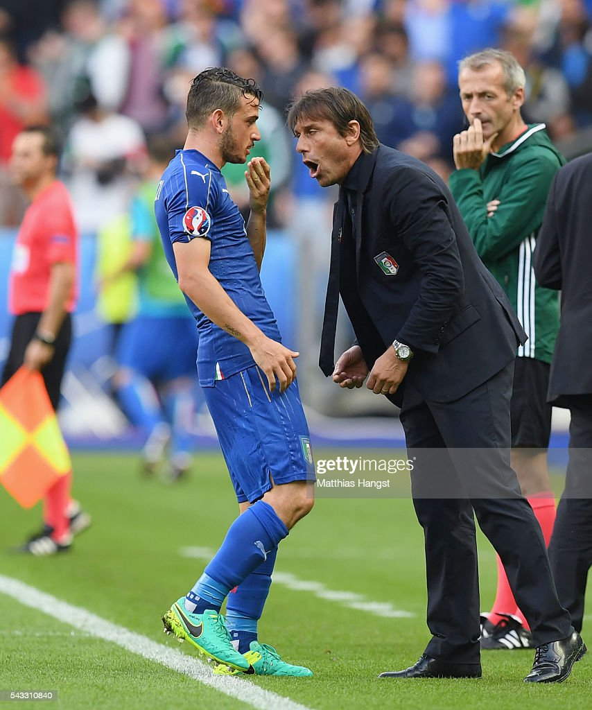 <a gi-track='captionPersonalityLinkClicked' href=/galleries/search?phrase=Antonio+Conte&family=editorial&specificpeople=2379002 ng-click='$event.stopPropagation()'>Antonio Conte</a> (R) head coach of Italy talks to <a gi-track='captionPersonalityLinkClicked' href=/galleries/search?phrase=Alessandro+Florenzi&family=editorial&specificpeople=7349992 ng-click='$event.stopPropagation()'>Alessandro Florenzi</a> (L) during the UEFA EURO 2016 round of 16 match between Italy and Spain at Stade de France on June 27, 2016 in Paris, France.