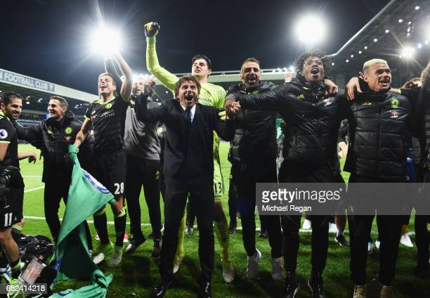 Antonio Conte Manager of Chelsea and his Chelsea team celebrate winning the league after the Premier League match between West Bromwich Albion and...