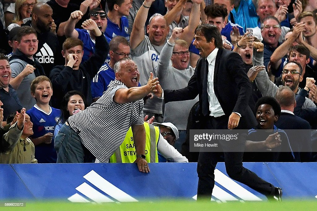 Antonio Conte, Manager of Chelsea celebrates the goal scored by Diego Costa of Chelsea during the Premier League match between Chelsea and West Ham United at Stamford Bridge on August 15, 2016 in London, England.