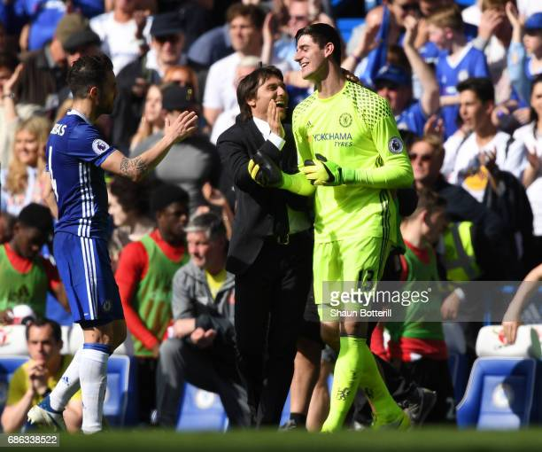 Antonio Conte Manager of Chelsea celebrates with Thibaut Courtois of Chelsea during the Premier League match between Chelsea and Sunderland at...